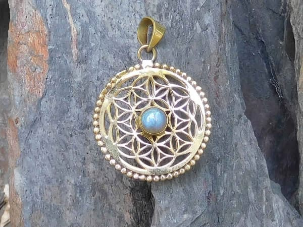 Labradorite Flower of Life Pendant by Avashy